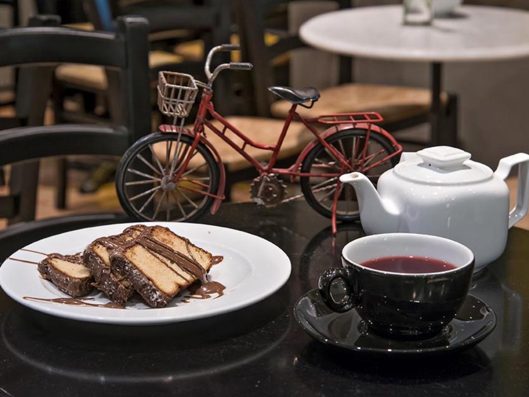 Bovary - Ο παράδεισος των γλυκών βρίσκεται στου Ψυρρή. Ουρές για ένα γλυκό (σοκολάτα) της αγάπης
